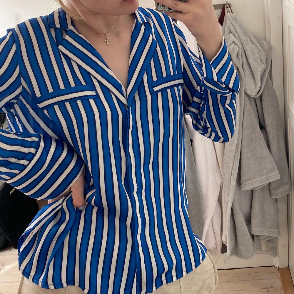 Superskön & snygg silkesskjorta från Gina Tricot ! Ett av mina favoritplagg som tyvärr inte kommer till användning:(. Skjortor.