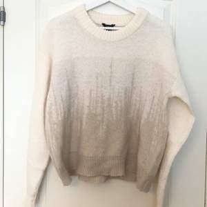 cool styckad tröja med snyggt mönster, köparen står för frakten