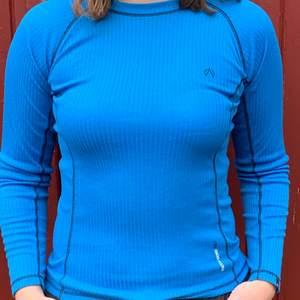 Blå underställströja från North Bend i storlek 158/164, känns som en xs/s
