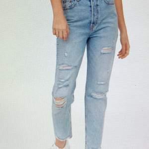 Super fina jeans från H&M använt många  antal gånger men ändå bra skick ! Storleken är 38 men de är väldigt små i storleken. Jag som är 1.71 tycker dom är korta! Jag brukar vanligtvis ha S/36 i byxor!