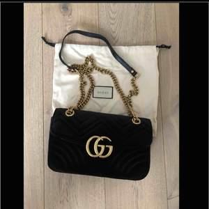 Gucci Marmont velvet AAA-kopia helt nytt skick. Väldigt fin kopia. Dustbag medföljer. Inköpspris 2500 kr