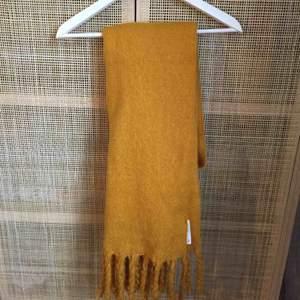 Oanvänd supermjuk och skön halsduk från Lindex. Tagar finns kvar.