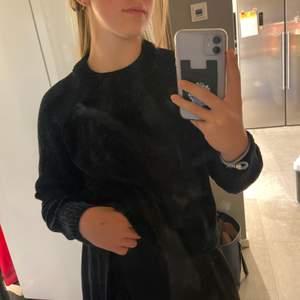En jätte skön tröja från Kappahl, jätte mysig och varm att ha på vintern när det är lite kallare eller på sommar kvällar.