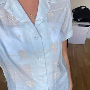 Helt oanvänd blus/skjorta från Urban Outfitters, lappen sitter kvar💖
