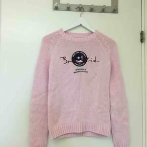 Säljer min fina Bondelid rosa stickade långärmad tröja. Storlek: S. Aldrig kommit till användning. Jättefint skick. Köpt för: 799 kr. Säljer för: 130 kr. Möts i Jönköping!