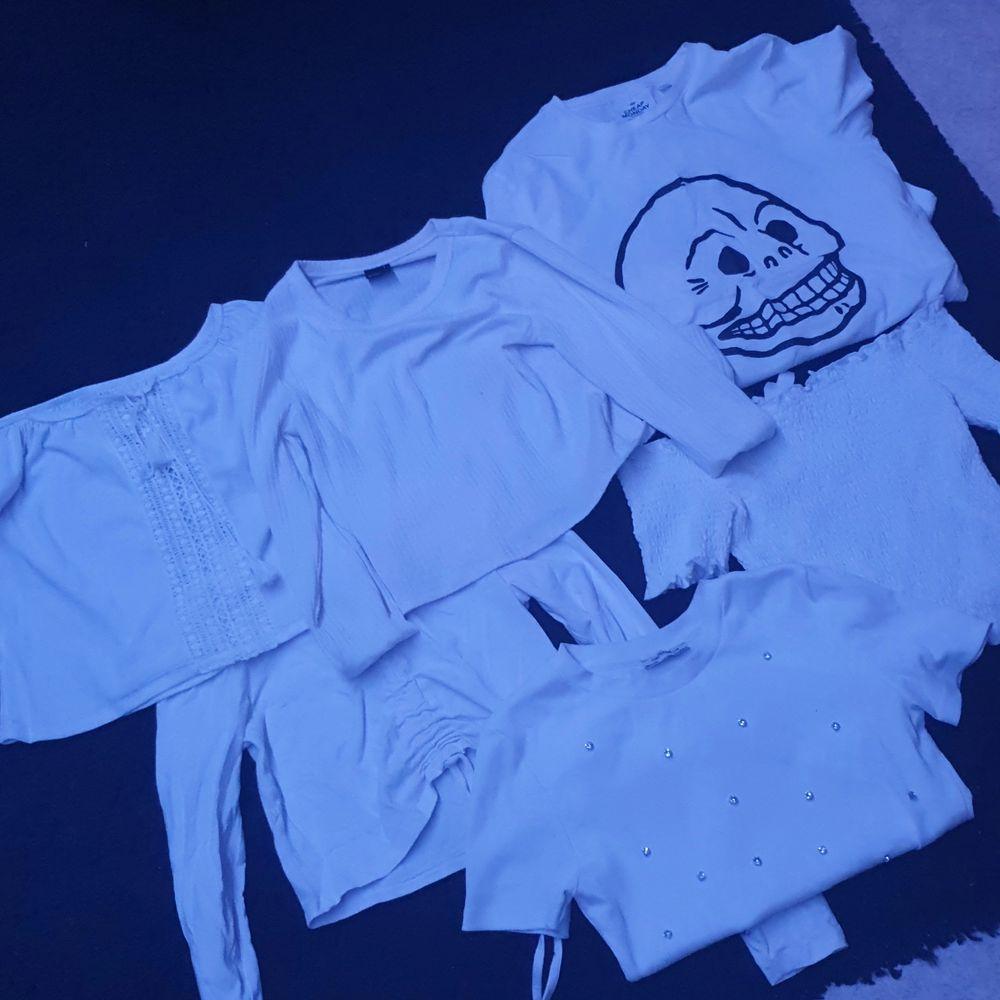 Olika tröjor från olika märken, storlek S på allt, säljs paket pris för ca 100kr eller styckvis 20 kr styck, eller så kan man komma med bud . Toppar.
