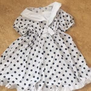 Jättesöt prickig klänning