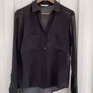 Transparent skjorta från Samsoe Samsoe. Ingen storlek men uppskattar M. Bra skick!