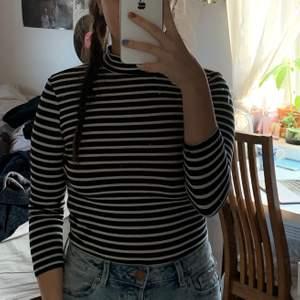 En tröja jag tror att jag köpte på nakd♟🌸