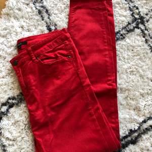 Röda Jeans i storlek 38