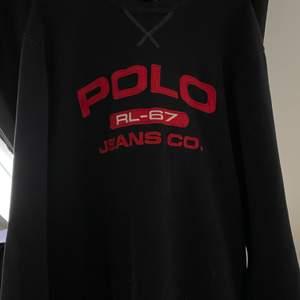 Säljer min unika Vintage Polo Ralph Lauren tröja som är köpt på Beyond Retro. Väldigt fin och mysig tröja som passar till det mesta