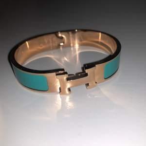 Säljer detta invända Hermes armband, finns att hämta i örebro