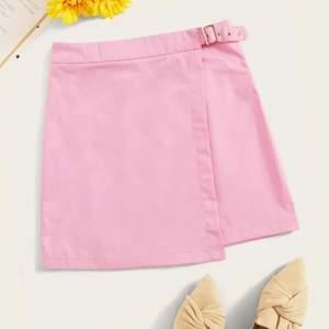 Jätte, jätte fin rosa kjol som tyvärr inte passade mig heller. Helt utsåld och XS känns mer som S/M. Mer info om ni är intresserad💗🌈