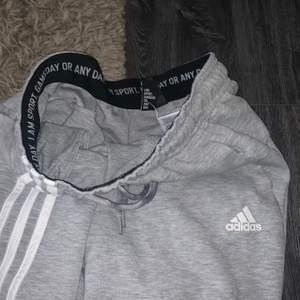 Adidas mjukisbyxor, st Xs och i väldigt bra skick!
