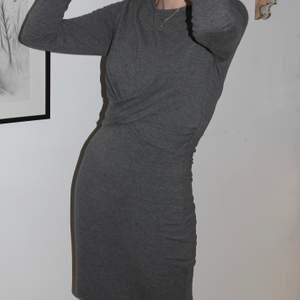 Riktigt mjuk och varm klänning från Ginatricot, perfekt för höst och vinter! Den är i storlek S och har enbart använt den 2-3 gånger 🥰