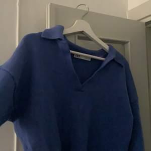 så snygg Stickad tröja med vintage-feeling och krage, kommer tyvärr inte till användning och behövs garderob rensning