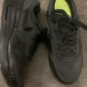 Nike skor svarta, storlek 38. Använd fåtal gånger