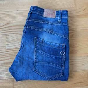 Please jeans i bra skick Storlek XXS  Model: P78  Kan skickas mot frakt!