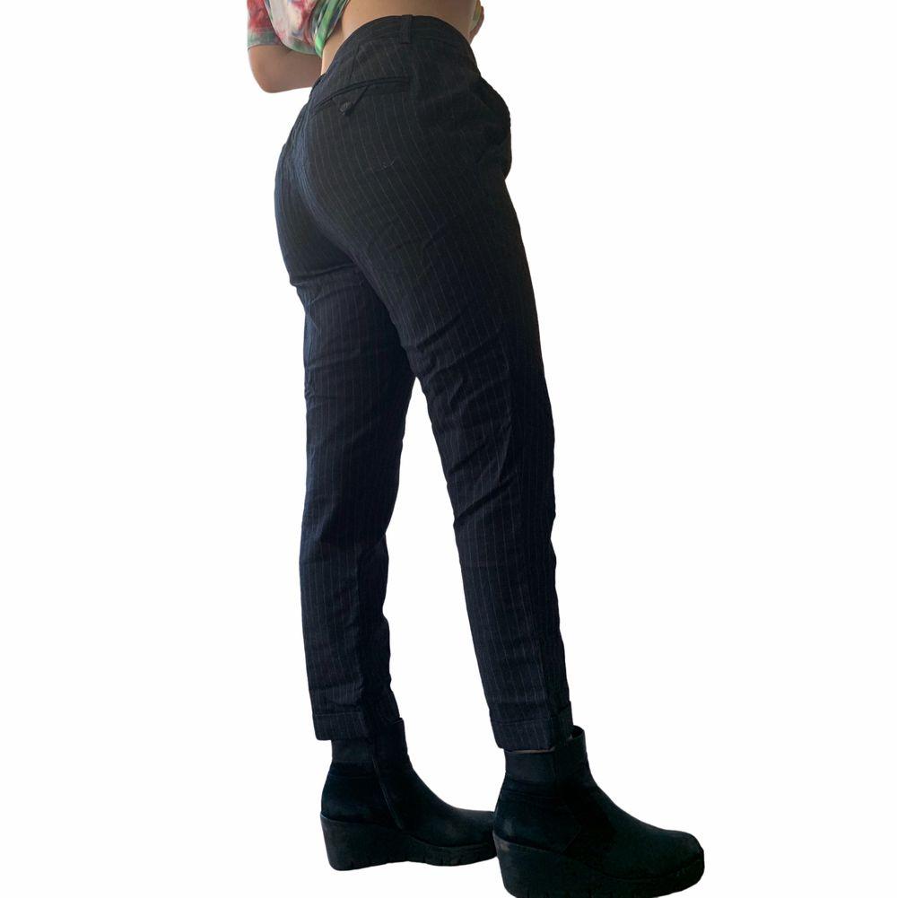 Passar S/M, bra skick, knappt använda. En aning ljusare i verkligheten än på bilden. En snabb affär uppskattas 💜. Jeans & Byxor.