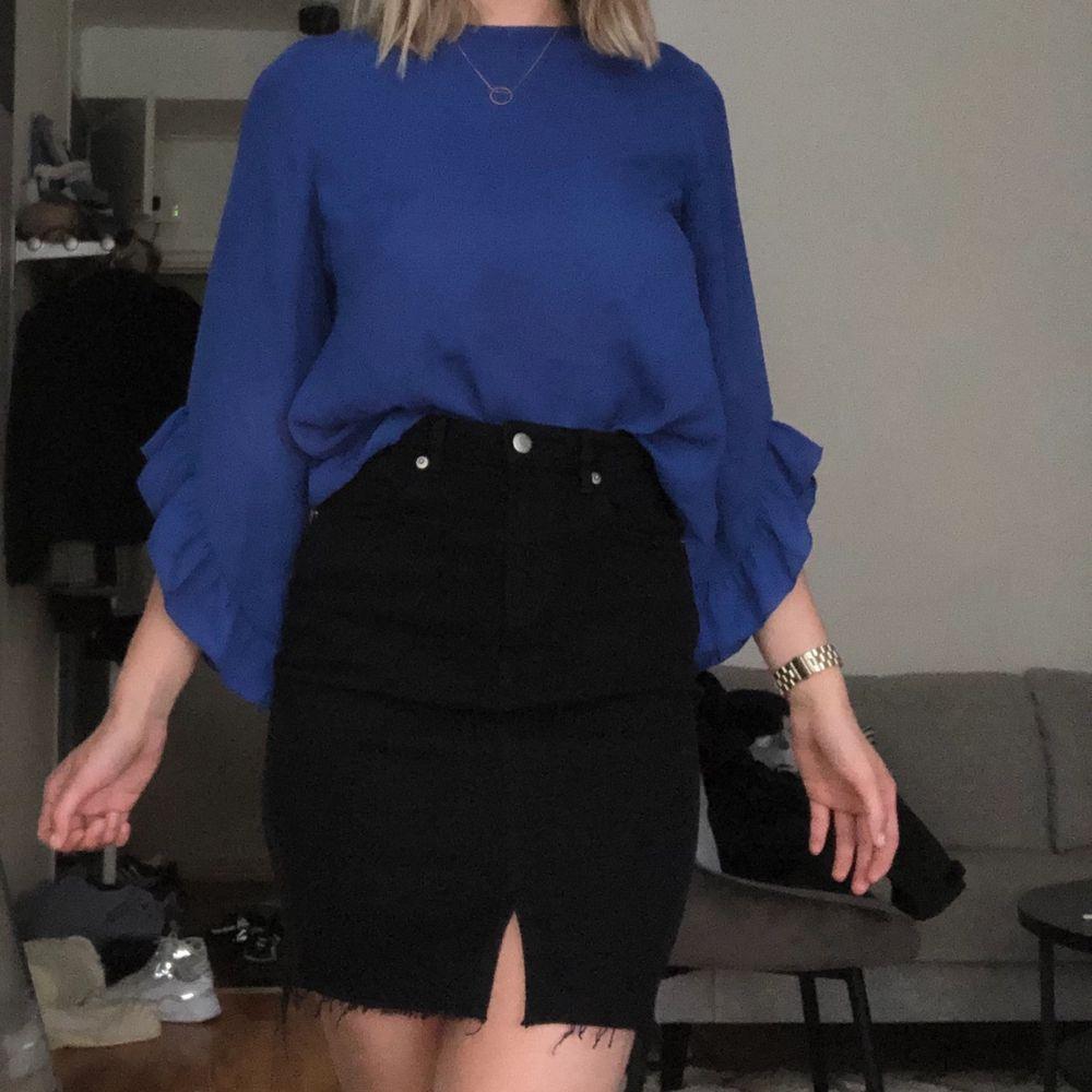 Jättefin blå blus! . Blusar.