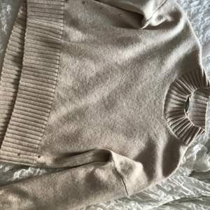 Jättefin stickad tröja från Hunkydory, köpt i Göteborg för ca 1000kr. Fint skick och har små silver stjärnor på sidan💓