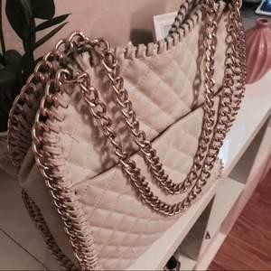 Tiamo väska  Använd endast en gång  Nypris 599kr