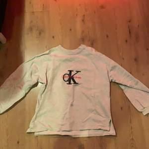 En tröja jag ägt i flera år men aldrig använt. Väldigt fin att styla med🥰 200 kr inkl frakt