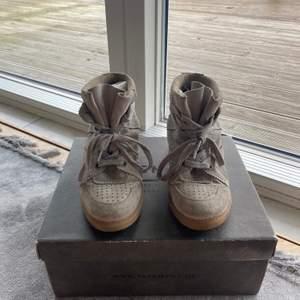 Supersnygga gråa skor från pavement. Storlek 39💕 Buda!!