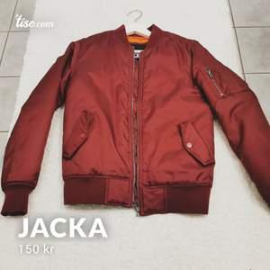Jacka från Urban classics. Storlek s. Endast testad