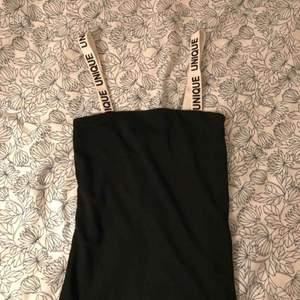 Snyggt linne från Nelly.com med text unique, väldigt fyrkantig vilket är snyggt. Endast testad
