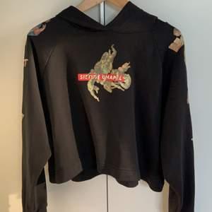 Super fin hoodie från zara men änglar på ☺️ tryck även på baksidan och ärmarna!