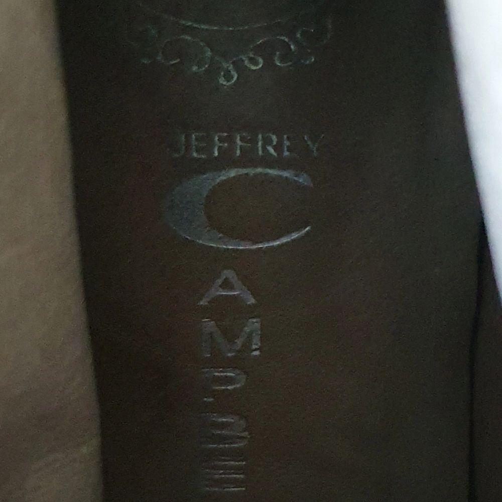 Jeffrey Campbell kängor i färgen beige, sparsamt använda, stl.stl.38. Frakt tillkommer, finns i Linköping.. Skor.
