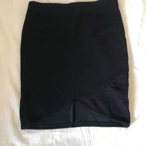 En väldigt tajt liten kjol. Använd ett antal gånger vid fester i liknande.