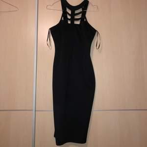 Tajt fin klänning från Ax Paris, strl S. Fint skick! Köparen står för frakten ⭐️