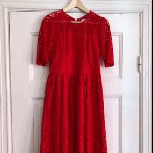 Spetsklänning från Lindex. Använd en gång.