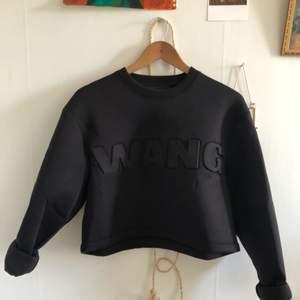 Alexander Wangs kollektion för H&M. Använd två gånger. Säljer då jag inte använder den och rensar garderob! Priset kan diskuteras.