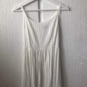 Sååå fin klänning från MQ, märket Stockholm. Skulle ja använt den på studentmottagning men valde sedan en annan. Frakt tillkommer!
