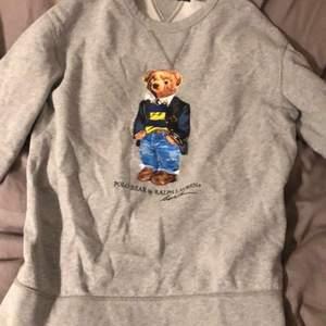 Ralph lauren tröja, strl S i nyskick! Köpt för 1700kr, säljer nu för 300+ frakt🥰