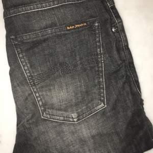 Mörka NUDIE Jeans. Sparsamt använda säljes pga av att dom är för små. Raka i modellen. 100 riksdaler tack! Ps. Köparen står för frakten