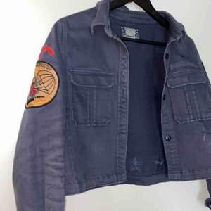 Jeans från jacka. Bra skick. Kan mötas upp i Stockholm