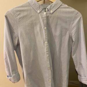 Snygg skjorta från Vero Moda. Fraktkostnad tillkommer.