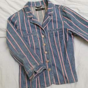 Jeansjacka/kavaj från Pret a Porter. Vet ej om den är äkta eller ej, köpt secondhand.