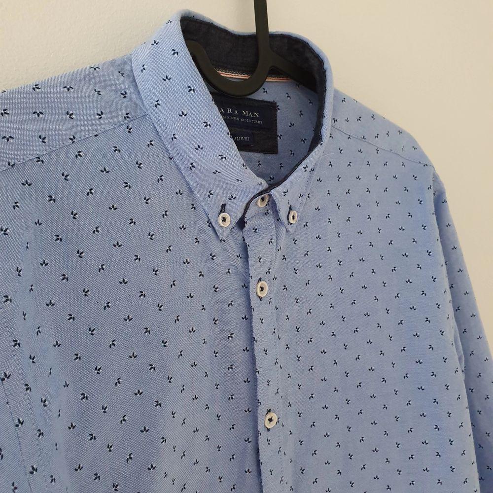 Snygg skjorta från Zara. Knappt använd, väldigt bra skick Köparen står för frakt 😊. Skjortor.