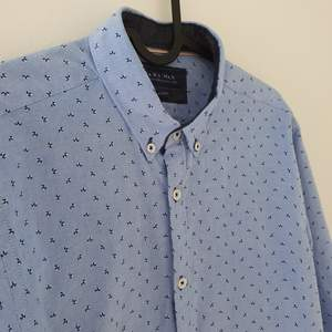 Snygg skjorta från Zara. Knappt använd, väldigt bra skick Köparen står för frakt 😊