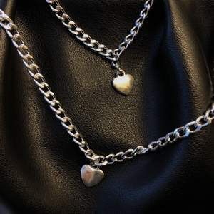 Säljer dessa från mitt uf (insta:@minoouf).         Armband 59kr halsband 79