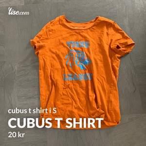 T-shirt från cubus med tryck i strl S. använd men absolut inte sliten. Köpare står för frakt.