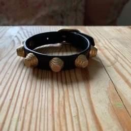 Balenciaga armband, perfekt skick. Inga skador! Justerbar. Färg svart. Inget medföljer