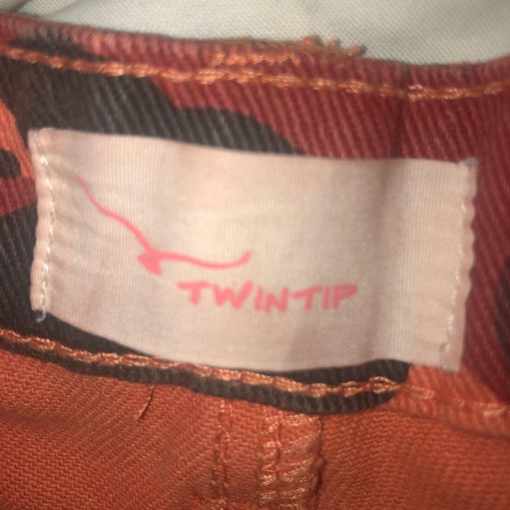 Asballa shorts i orange militärmönster🟠🟡 Säljer pga ingen användning, aldrig använda🤩 . Shorts.