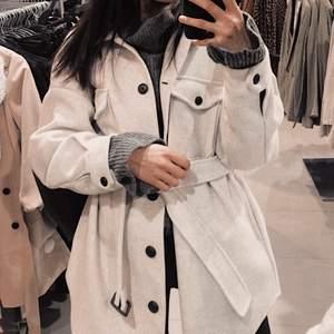 Intressekoll på min jacka från Nelly (Belted Schaket Jacket) Populär och slutsåld på hemsidan! Storlek 36.