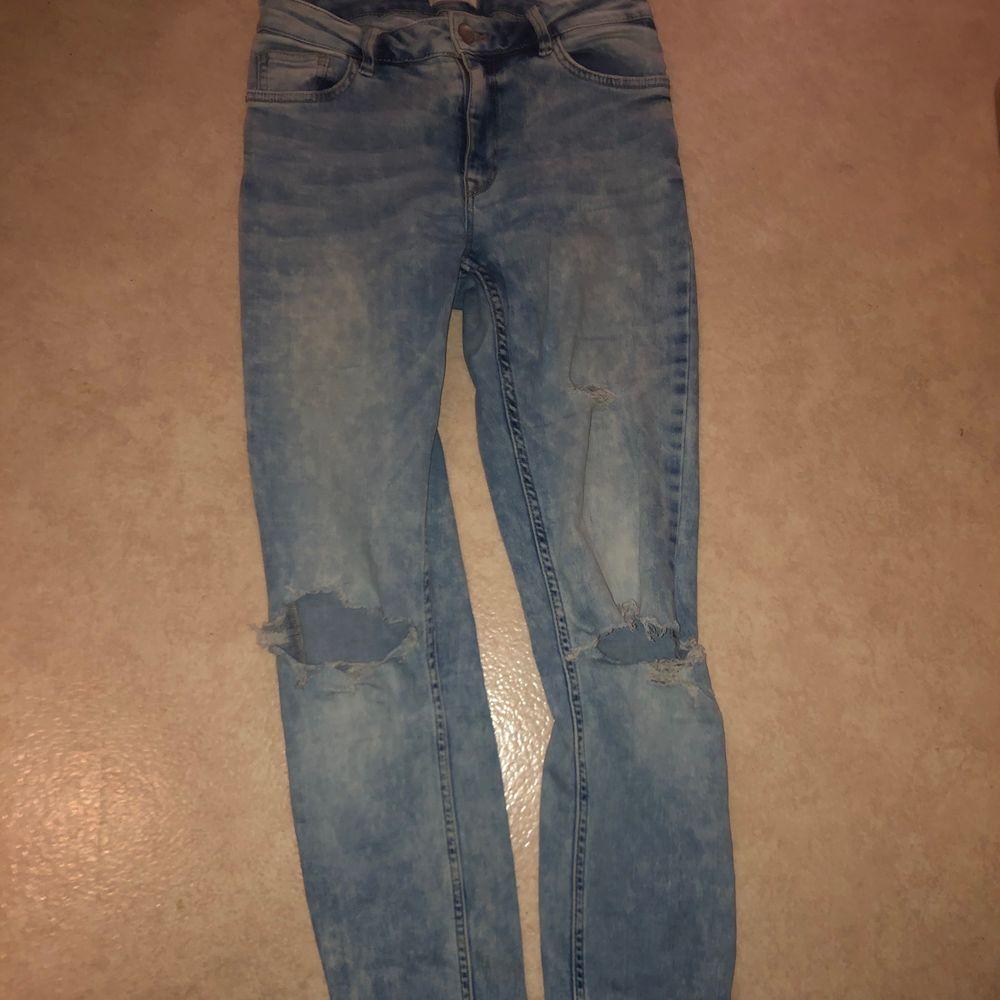 Super snygga högmidjade jeans från Lindex säljs då de ej är min stil bara att skriva vid frågor, frakt tillkommer 🥰. Jeans & Byxor.